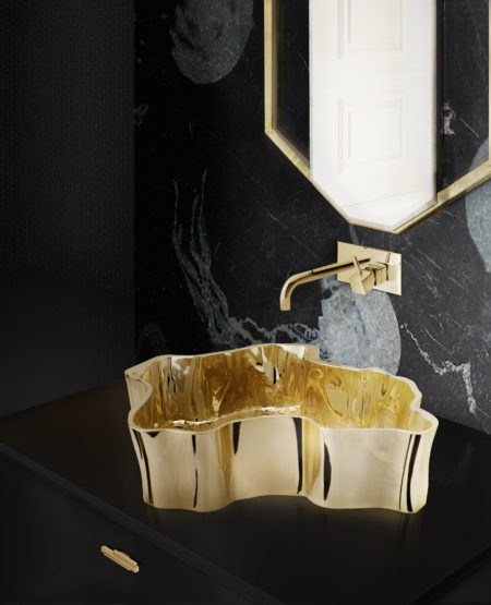 black-and-gold-bathroom-decor-featuring-the-skyline-drawer-handle