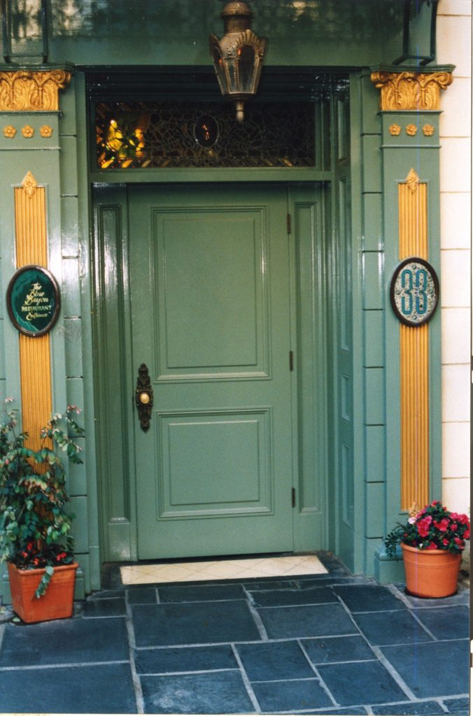 club_33_front_door_-_panoramio