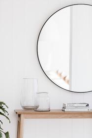 round-black-mirror