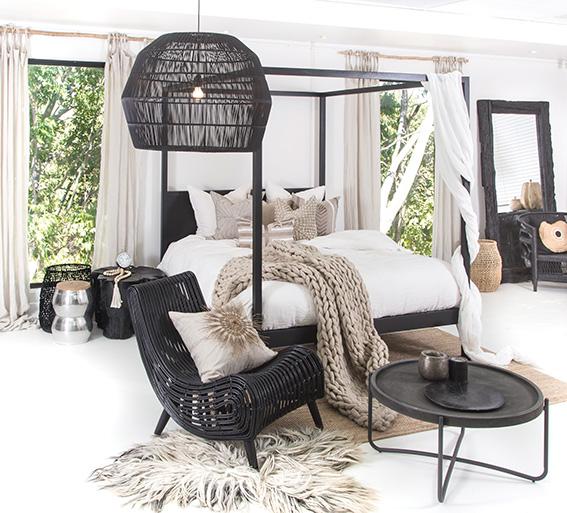 strand-four-poster-bed-black-lr