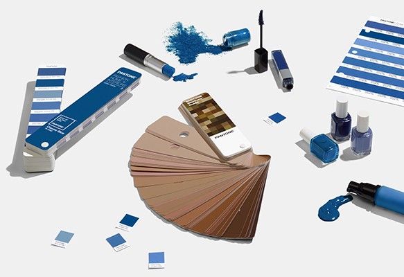 pantone-color-of-the-year-2020-classic-blue-tools-beauty